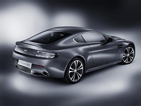 Aston-Martin-V12-Vantage-01