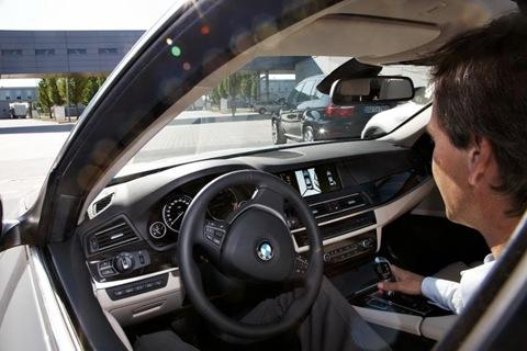 2011-BMW-5-Series-67