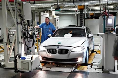 2011-BMW-5-Series-76
