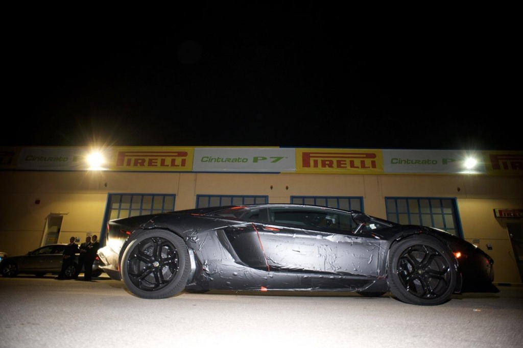 Новые фото преемника Lamborghini…