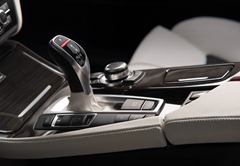 Kostadin-Stoyanov-Vilner-BMW-5-Series-F10-interior-gear-shift-details
