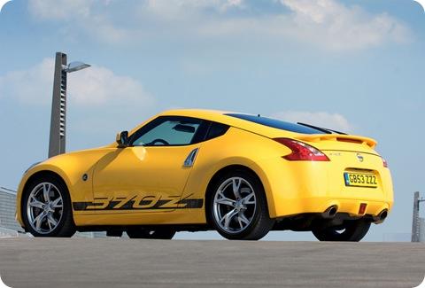 2010-Nissan-370Z-Yellow-2