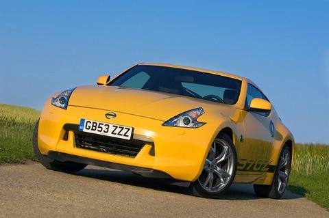 2010-Nissan-370Z-Yellow-4