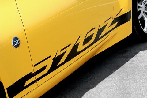 2010-Nissan-370Z-Yellow-5