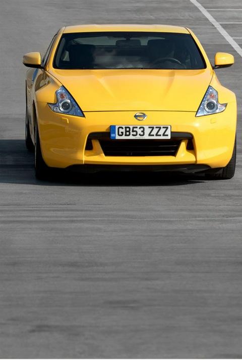 2010-Nissan-370Z-Yellow-6