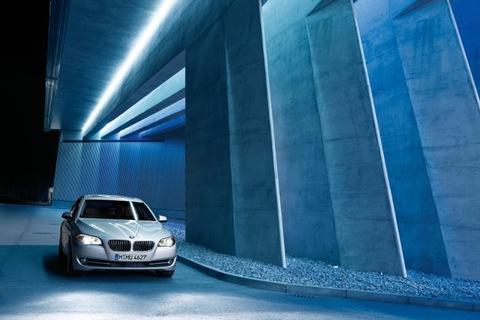 2011-BMW-5-Series-39