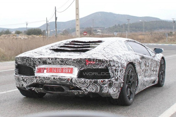 Lamborghini LP700-4 Aventador 8